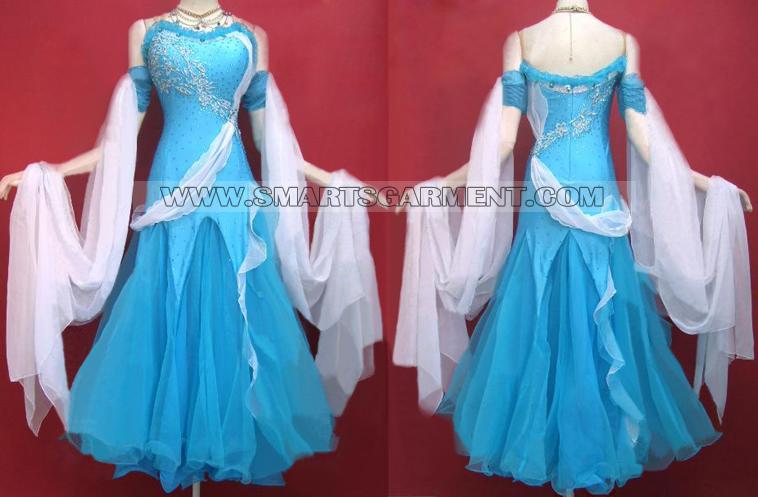 sukienka do standardu,Suknia do tańca towarzyskiego – standard.