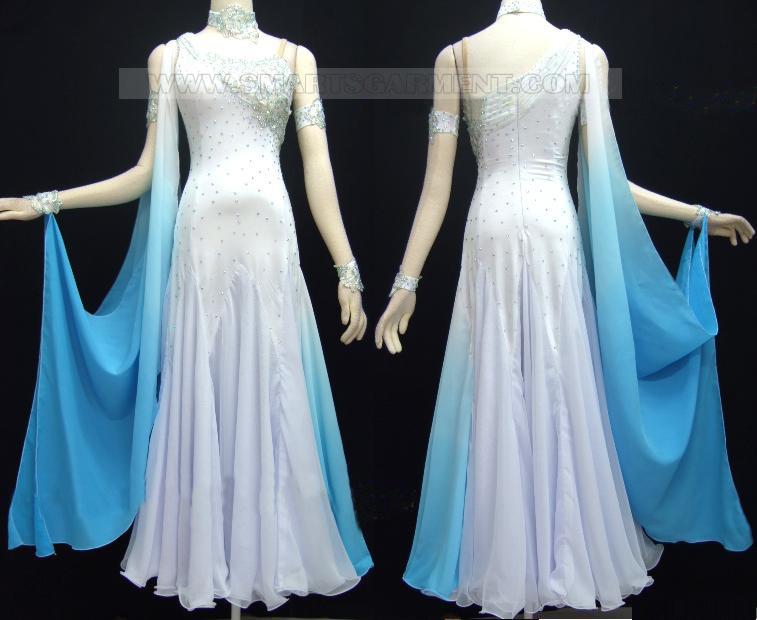 Платья в горошек для полных женщин